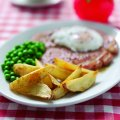 Honey mustard gammon, egg & potato wedges