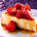 Baked cheesecake with caramelised honey sauce