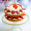 Strawberry cream Victoria sponge cake