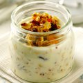 Oaty yogurt with nuts