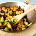 Stir-fry prawns with mushroom & broccoli