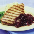 Tuna steaks with red onion