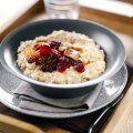 Porridge with spicy stewed fruit