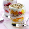Yogurt, oat & fruit layer