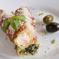 Baked stuffed cannelloni with spinach & ricotta