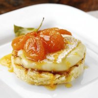 Honey glazed goat's cheese with spiced apricot compote