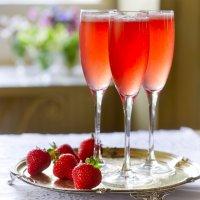 Strawberry, Prosecco, Campari, elderflower & mint cocktail | Secret ...