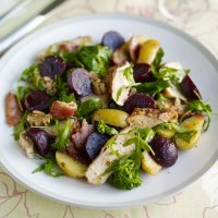 Chicken & bacon salad with juniperberry beetroot