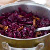 Braised red cabbage with redcurrant jelly